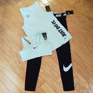 NWT Nike leggings